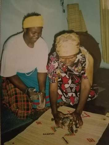 Bass John throwing the bones with her sangoma teacher